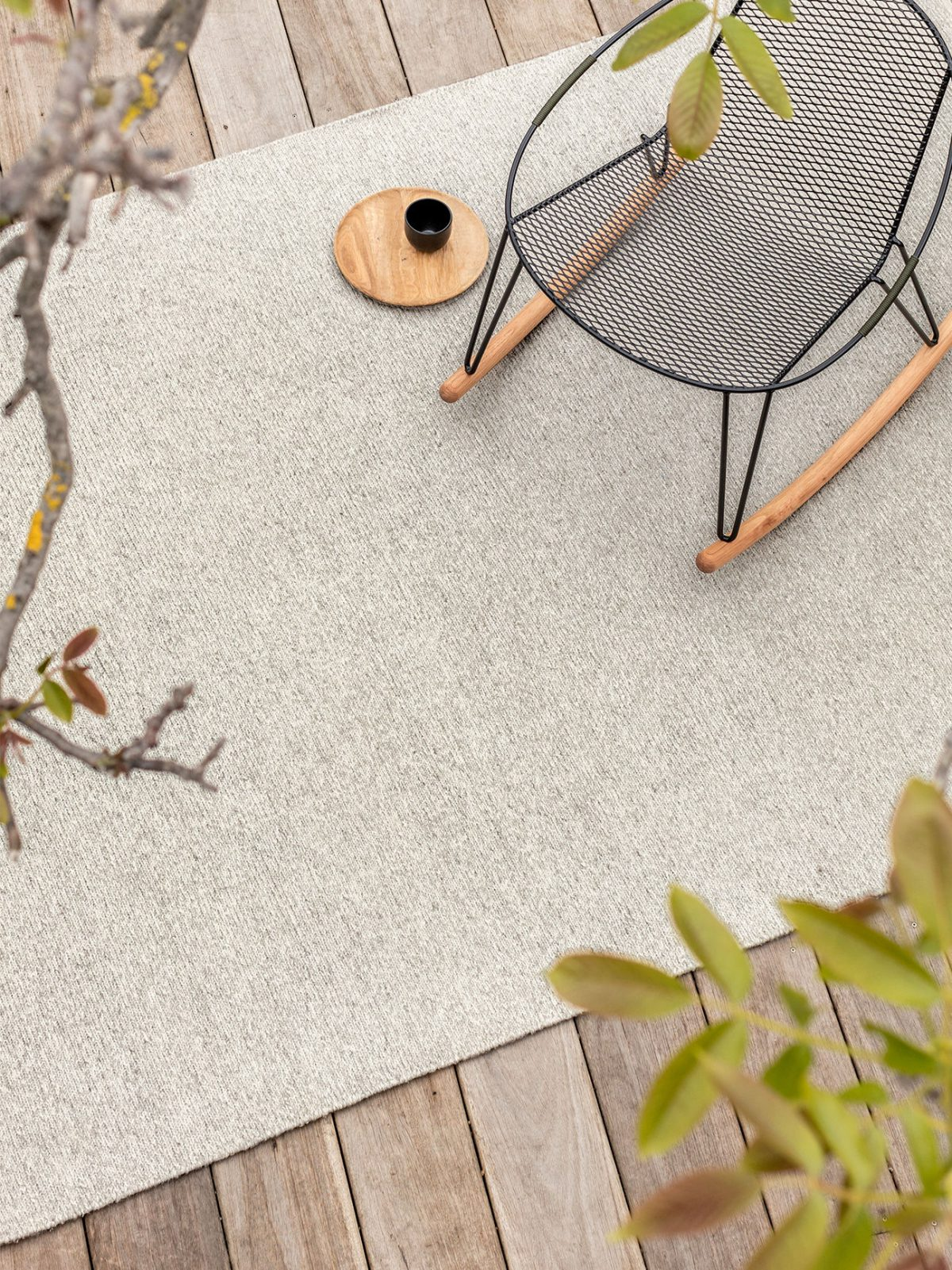armadillo_rugs_indooroutdoor_horizon_insitu01